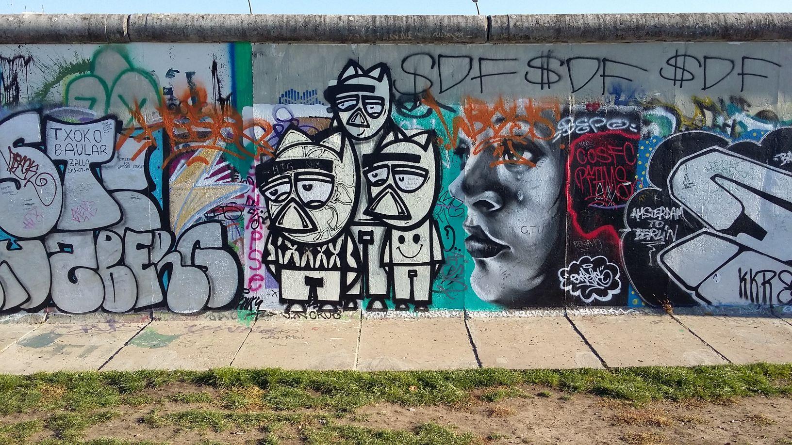 Three pigs berlin east side gallery