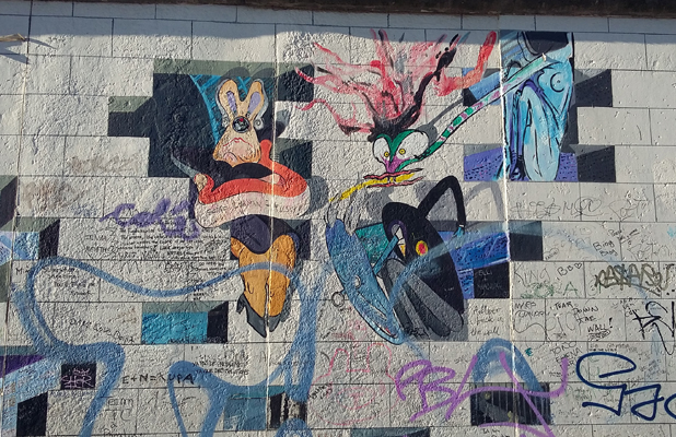 Looney Tunes Graffiti Berlin Wall East Side Gallery